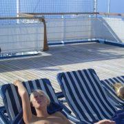 Nackt Auf Der Liege Auf Einem Schiff