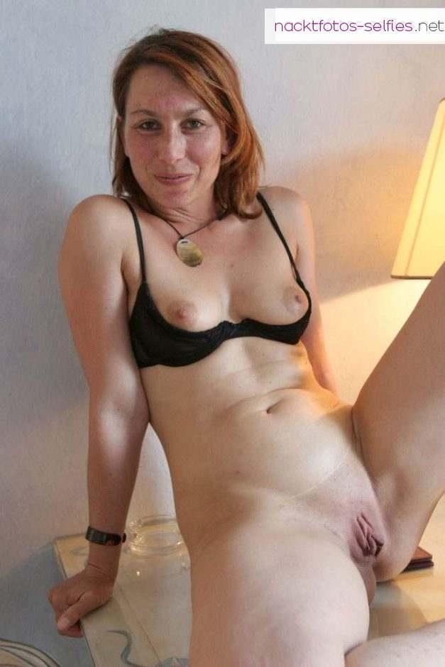 Schuechterne Ehefrau Nacktbild Mit Fleischiger Muschi