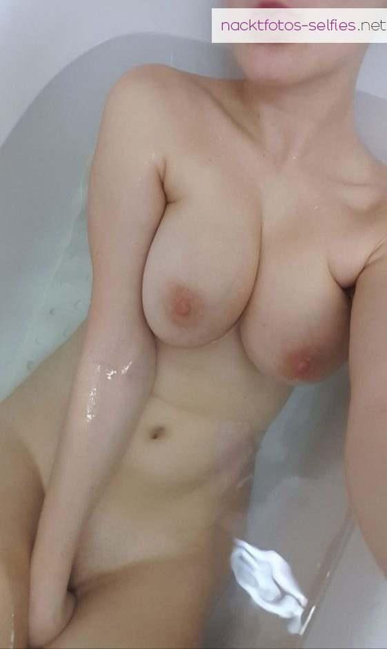 Badewannen Selfie Nacktfoto Vom Handy